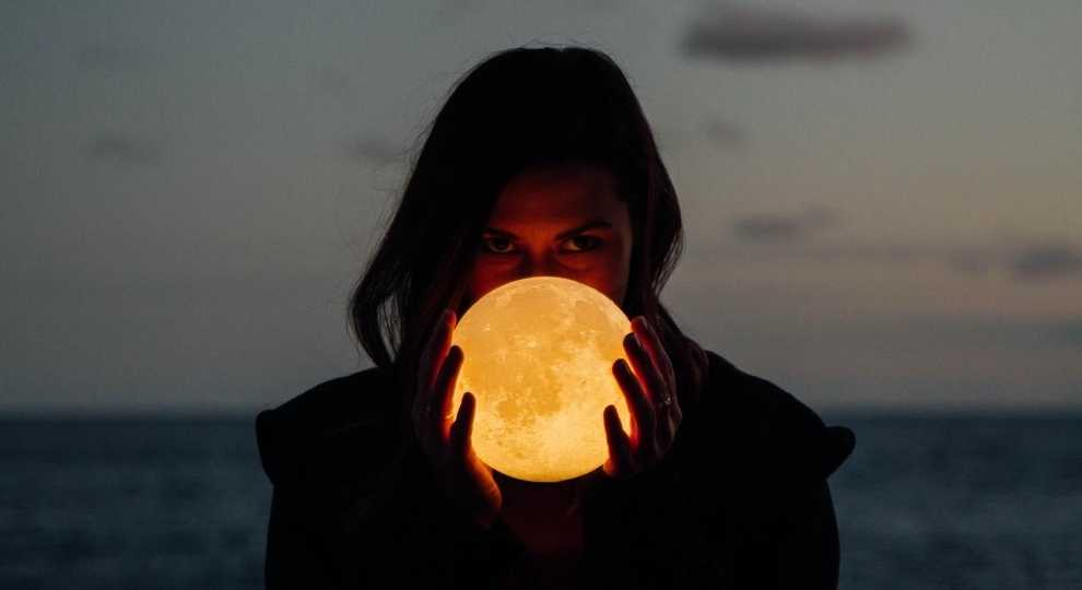 OMG! The Best MOON LAMPS Ever!